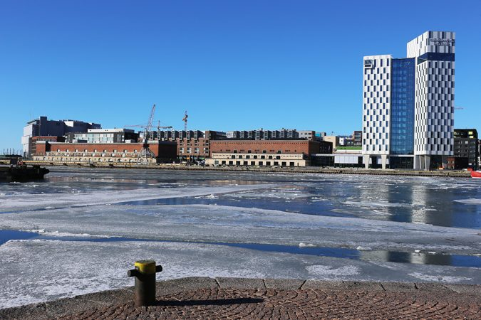 L3 warehouse on the left, seen from Hietalahti harbor. Photo: Hella Hernberg